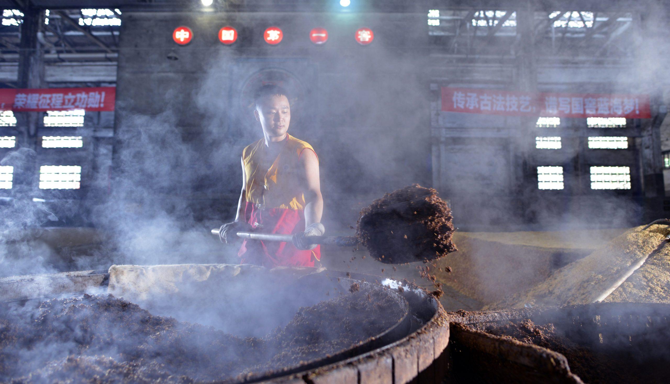 Removing mash luzhou laojiao baijiu distillery